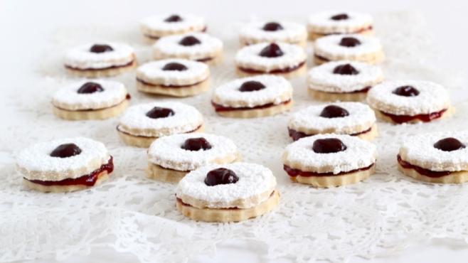 Spiced Strawberry Jam Sandwich Cookies